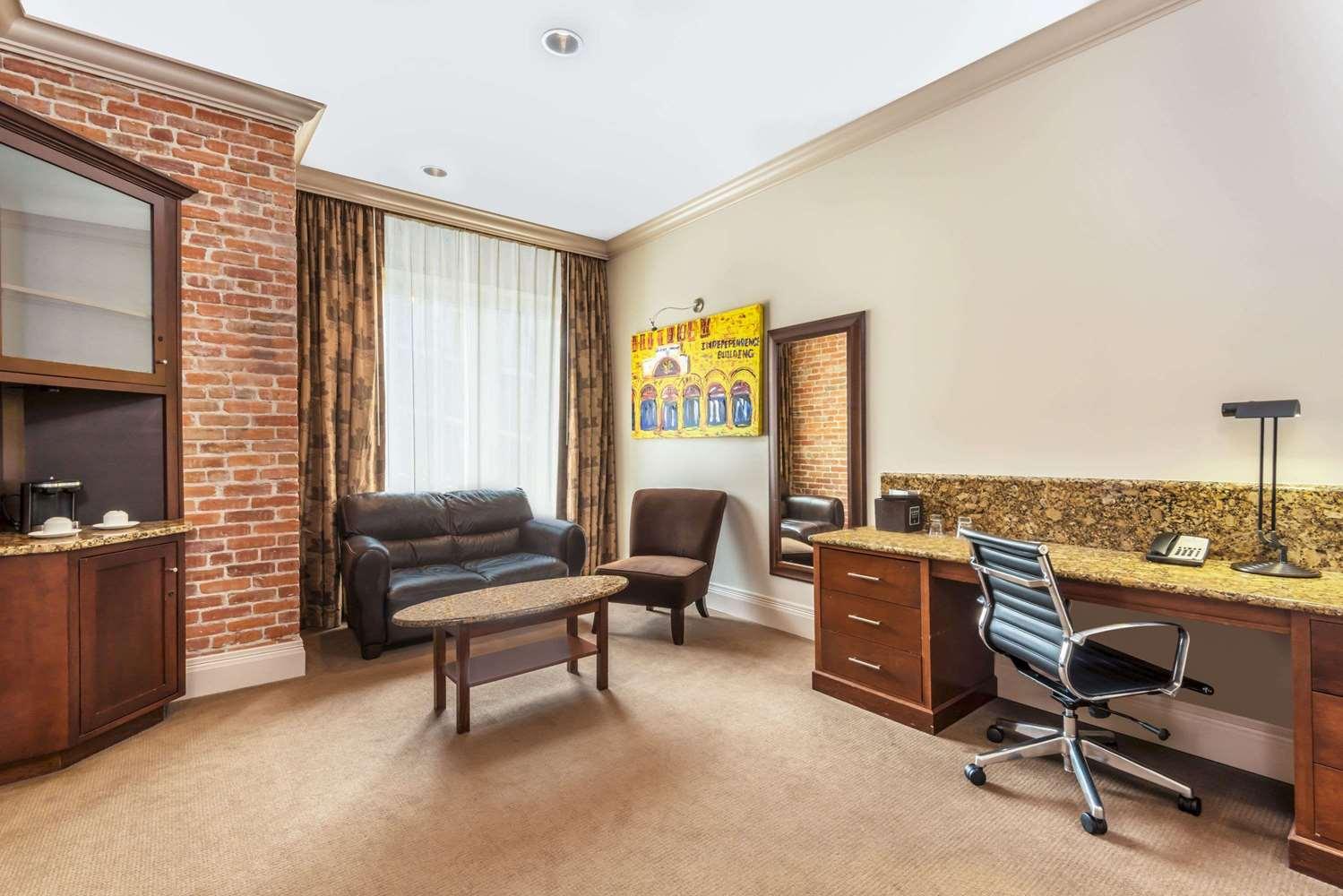 Suite - Wyndham Grand Mining Exchange Hotel Colorado Springs