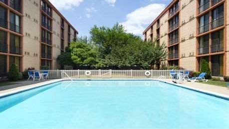 Pool - Wyndham Garden Hotel Airport Newark