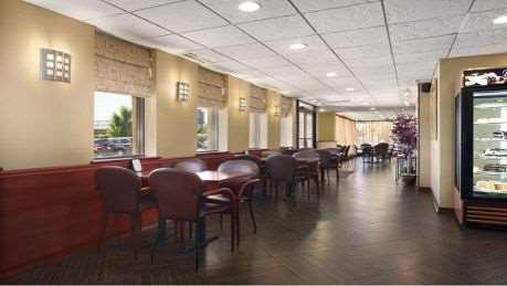 Restaurant - Wyndham Garden Hotel Airport Newark