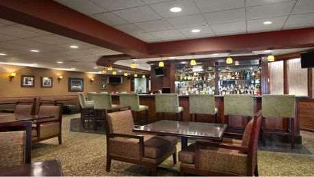 Bar - Wyndham Garden Hotel Airport Newark