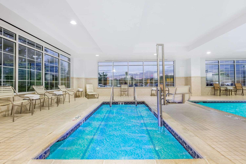 Pool - Wyndham Hotel Gettysburg