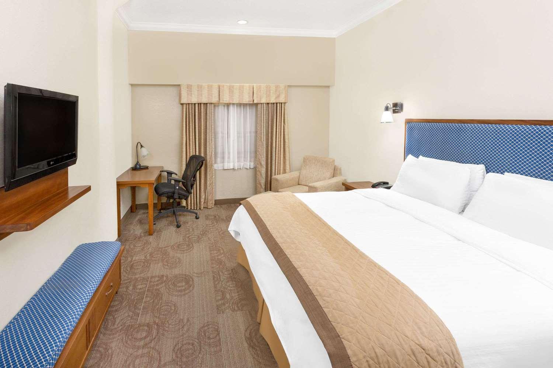 Room - Wyndham Garden Hotel New Orleans