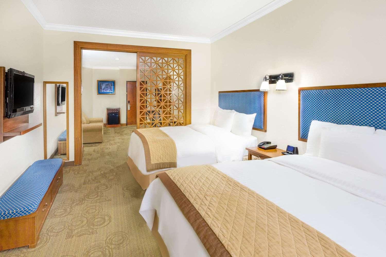 Suite - Wyndham Garden Hotel New Orleans