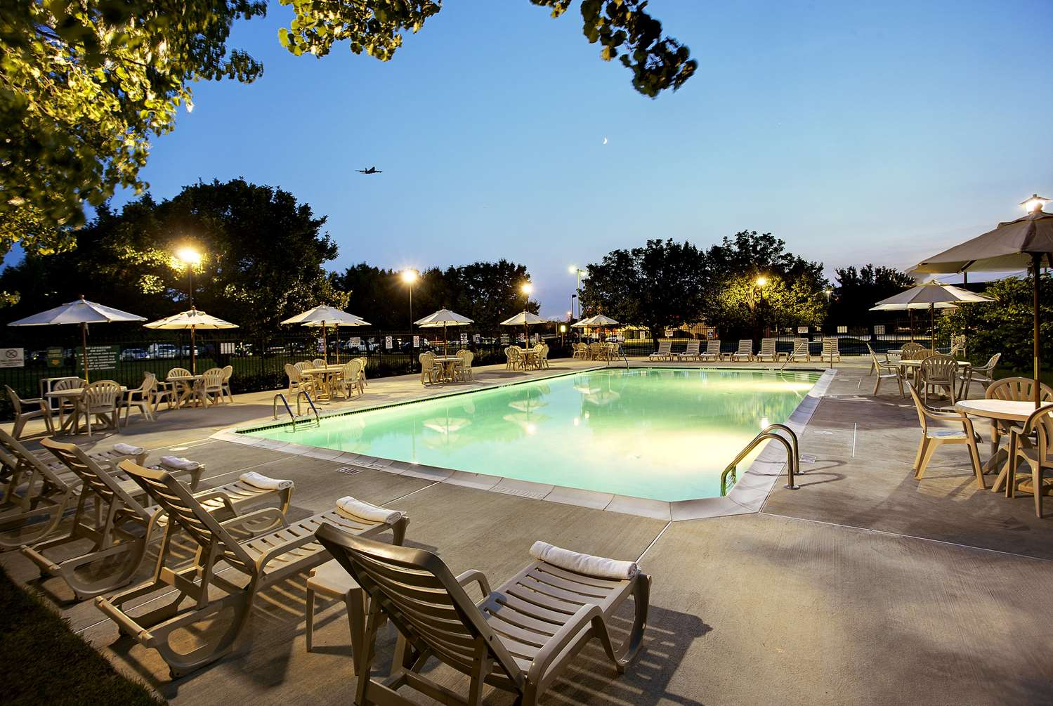 Pool - Wyndham Garden Hotel Airport Essington