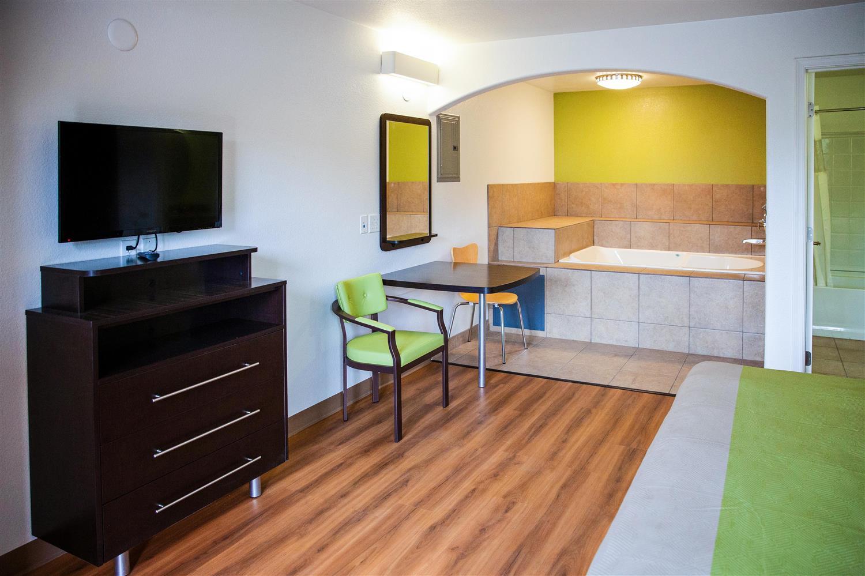 Room - Studio 6 Suites Mesa