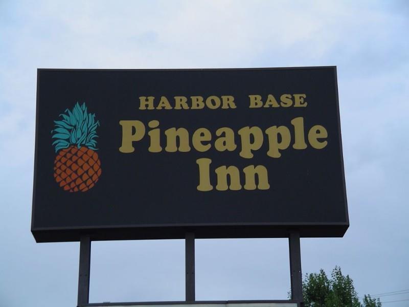 Exterior view - Harbor Base Pineapple Inn Newport