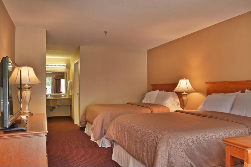 Room - Burbank Inn & Suites