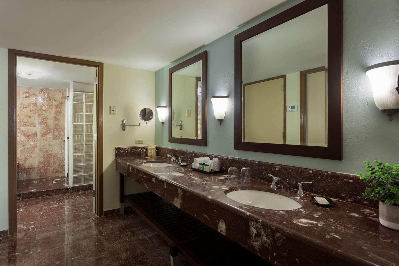 Presidential Suite Bathroom Vanity