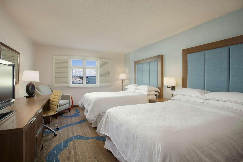 Guestroom Deluxe Double Beds