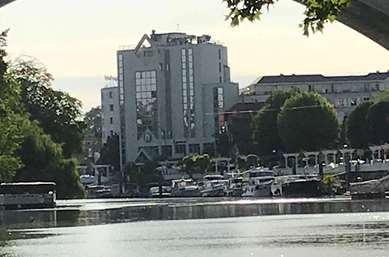 马恩河畔诺让康铂酒店