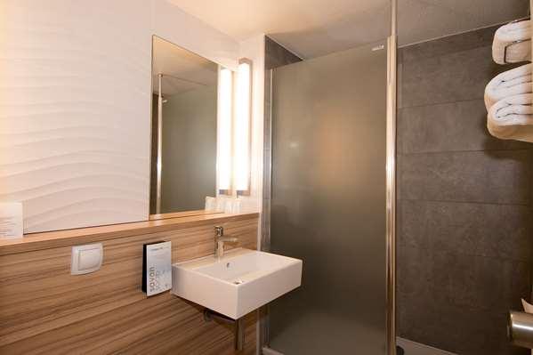 فندق CAMPANILE REIMS OUEST - Tinqueux