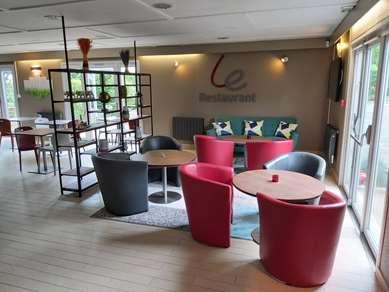 Hôtel CAMPANILE VERSAILLES - Buc