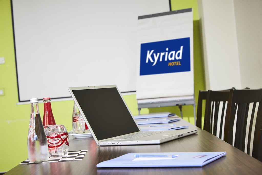 KYRIAD Design ENZO REIMS - Tinqueux