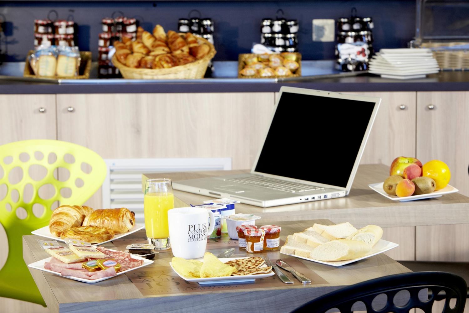 Restaurant - Hotel Kyriad Lyon Est - Saint Bonnet De Mure