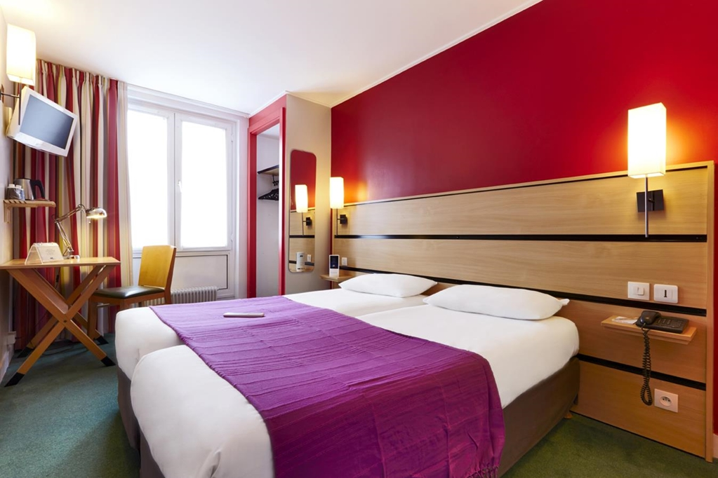 Hotel Kyriad Paris 10 - Canal Saint Martin - République