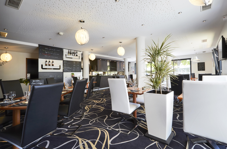 Restaurant - Hotel Kyriad Saint Quentin En Yvelines - Montigny
