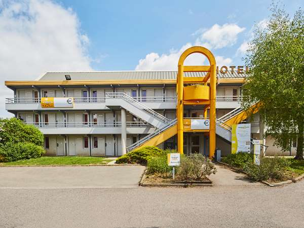 Hotel PREMIERE CLASSE MELUN SENART - Vert Saint Denis
