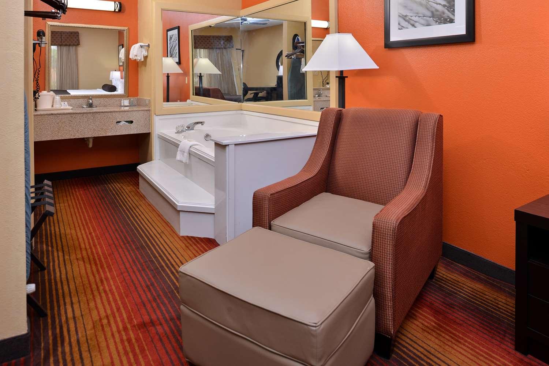 Suite - Best Western Inn Monroeville