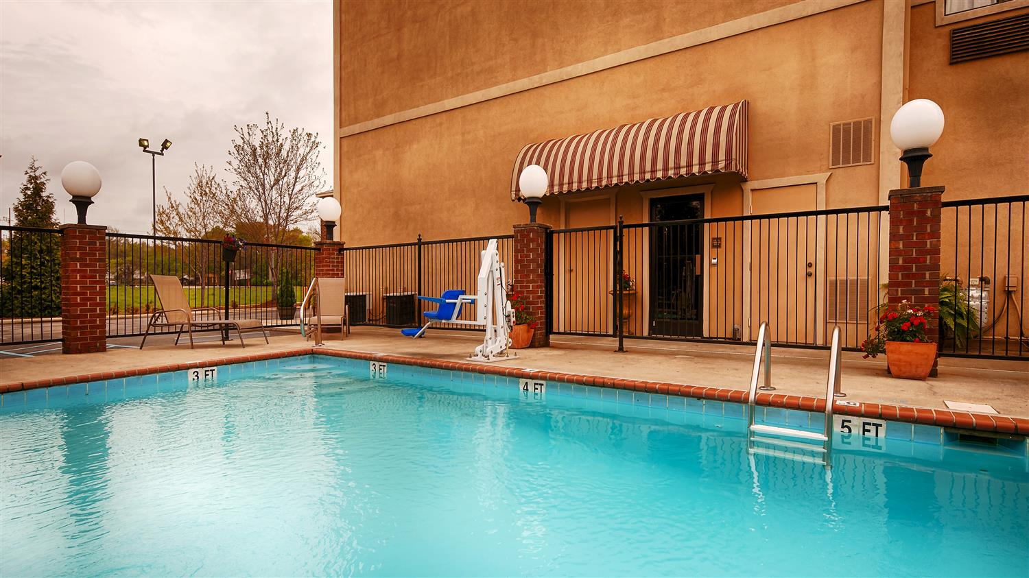 Pool - Best Western River City Hotel Decatur
