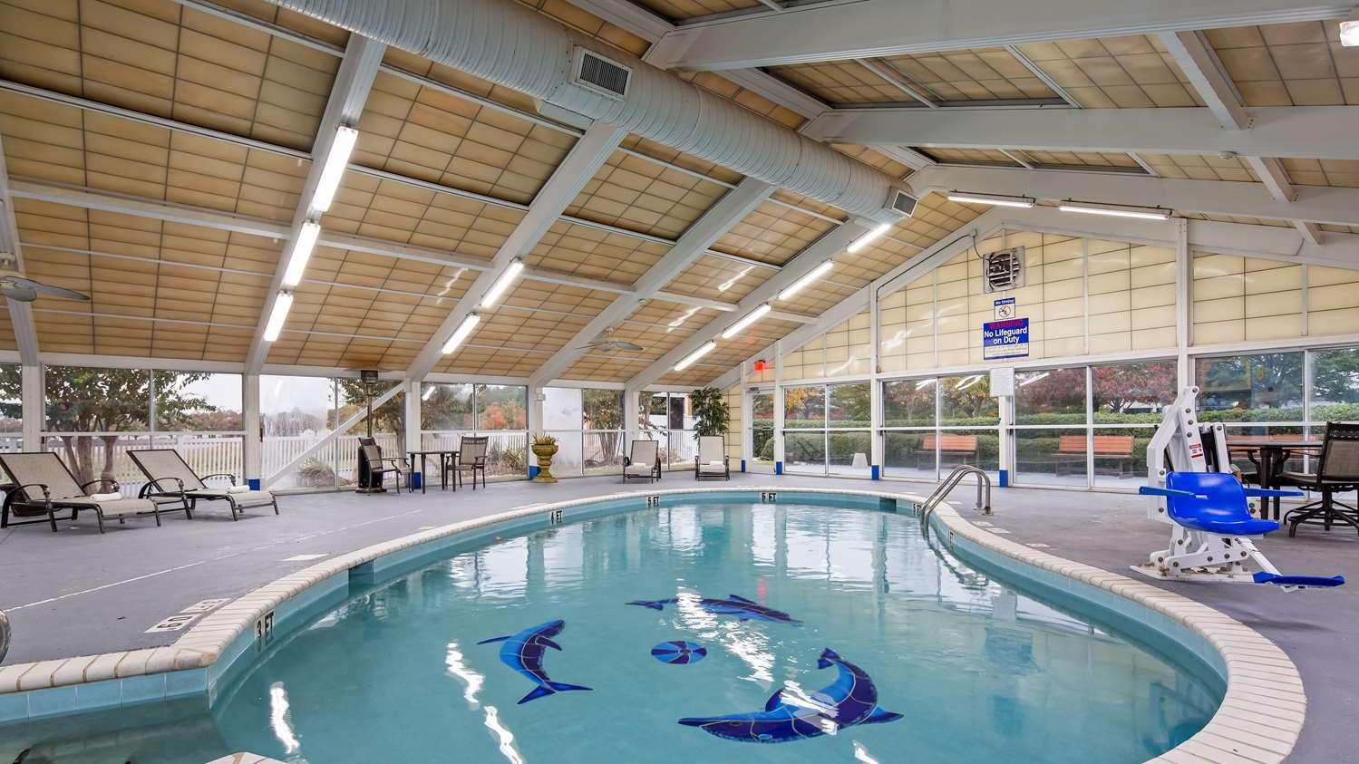 Pool - Best Western Plus Carlton Suites Homewood