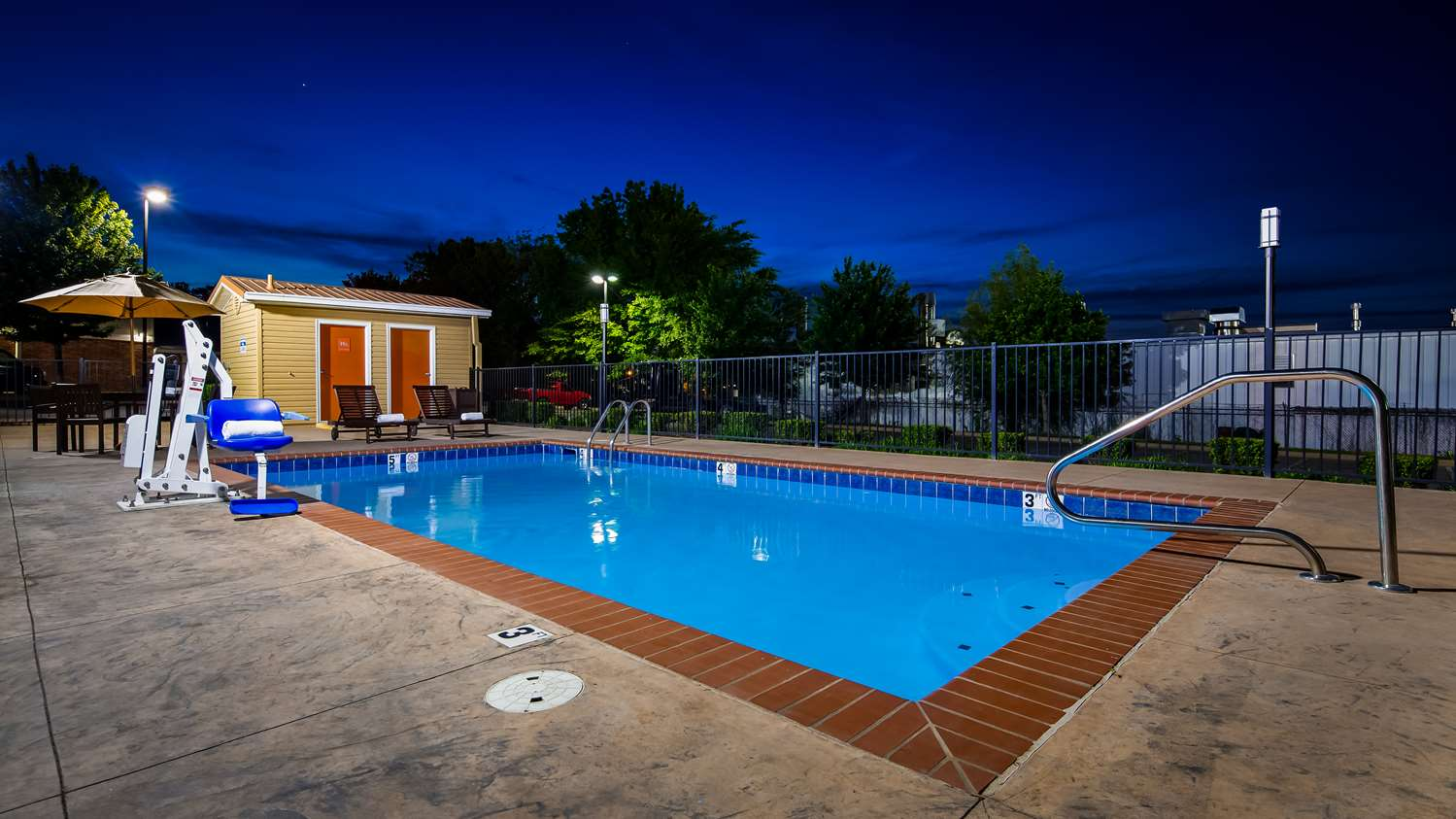 Pool - Best Western Motel Conway