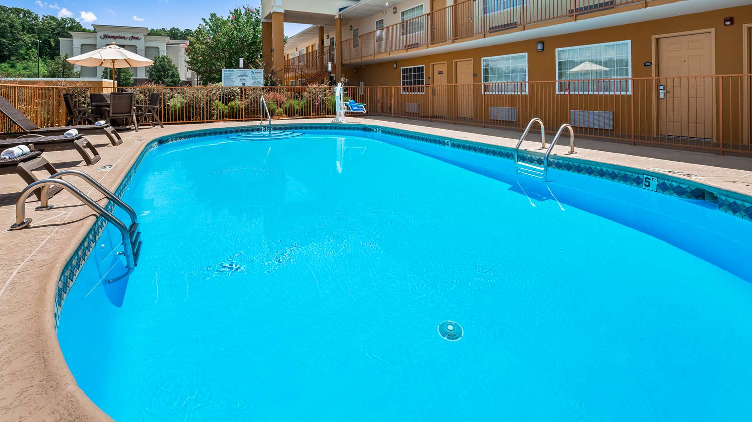 Pool - Best Western Inn Van Buren