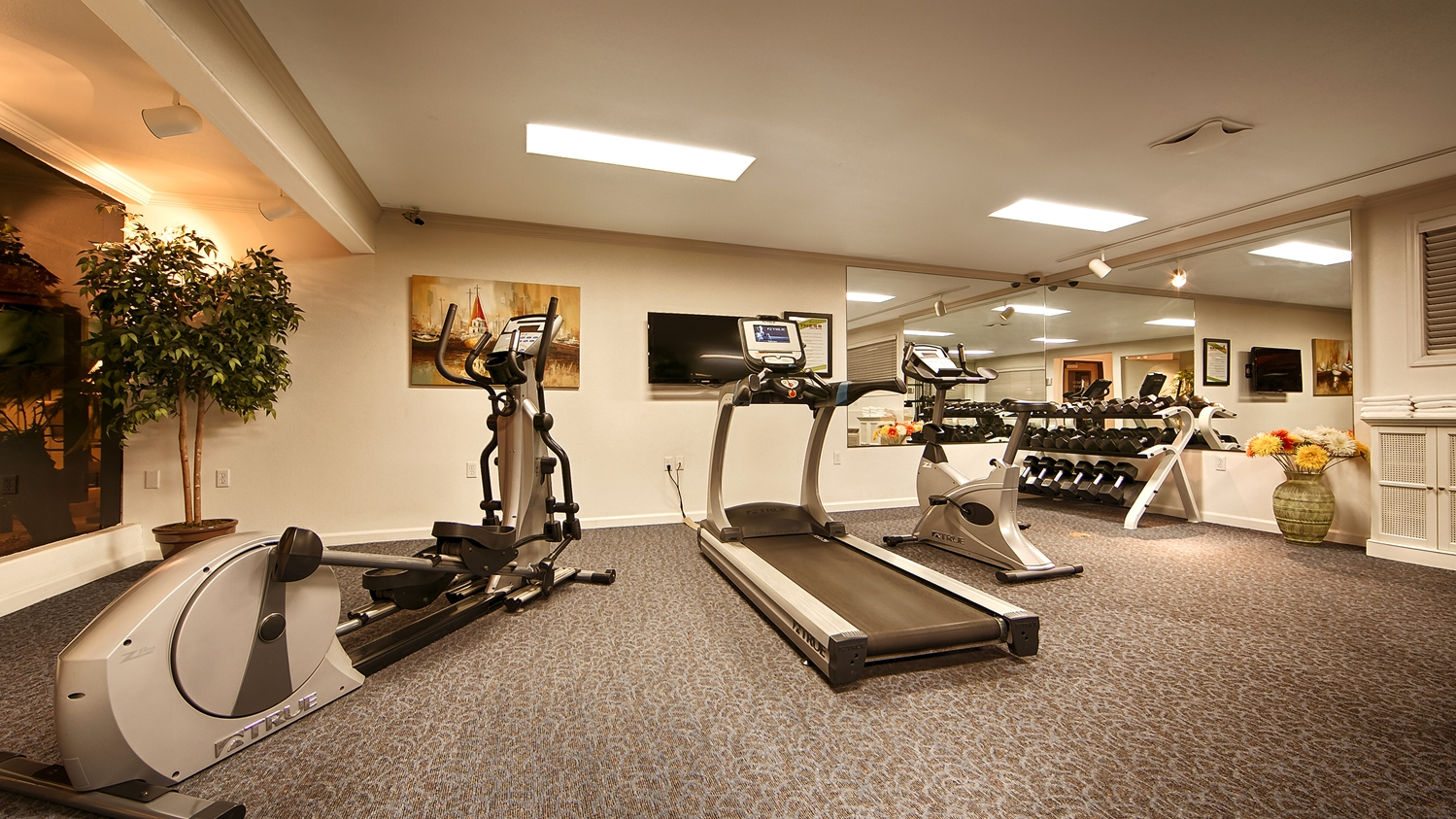 Fitness/ Exercise Room - Best Western Plus Humboldt Bay Inn Eureka