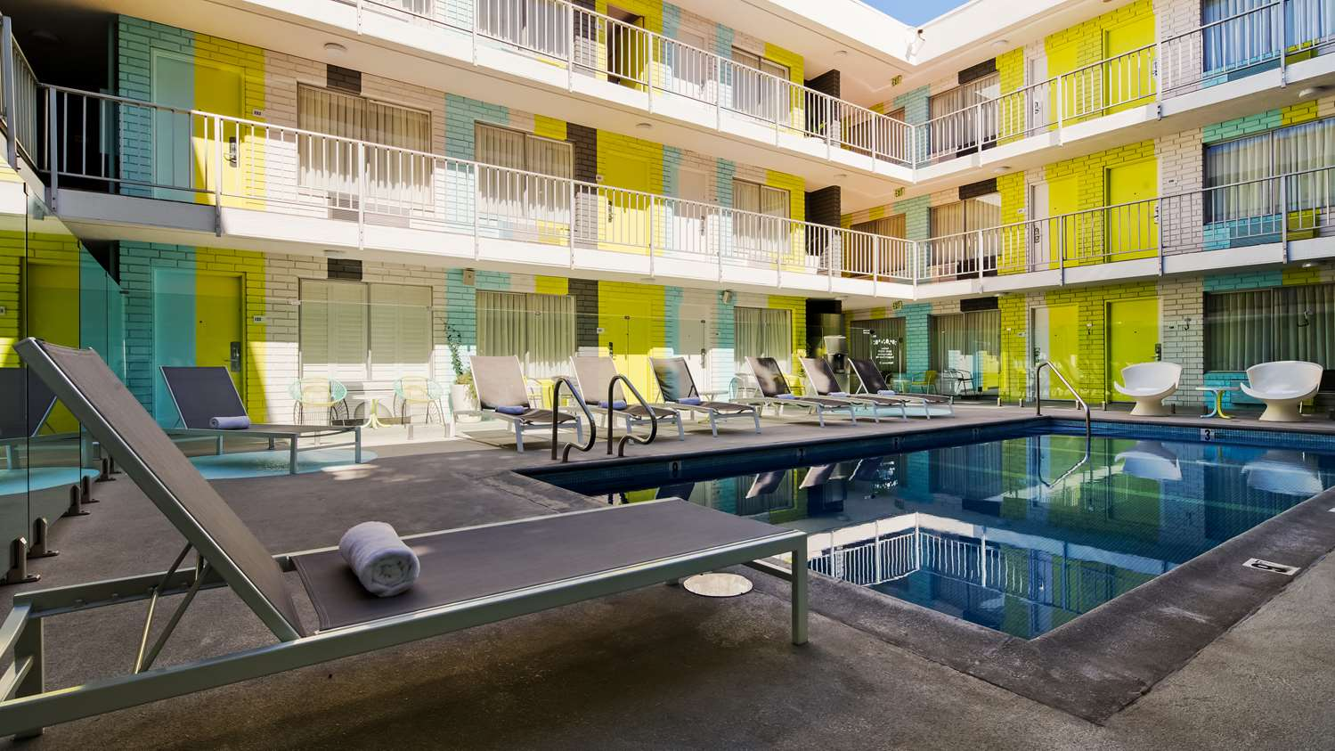 Pool Best Western Plus Hollywood Hills Hotel