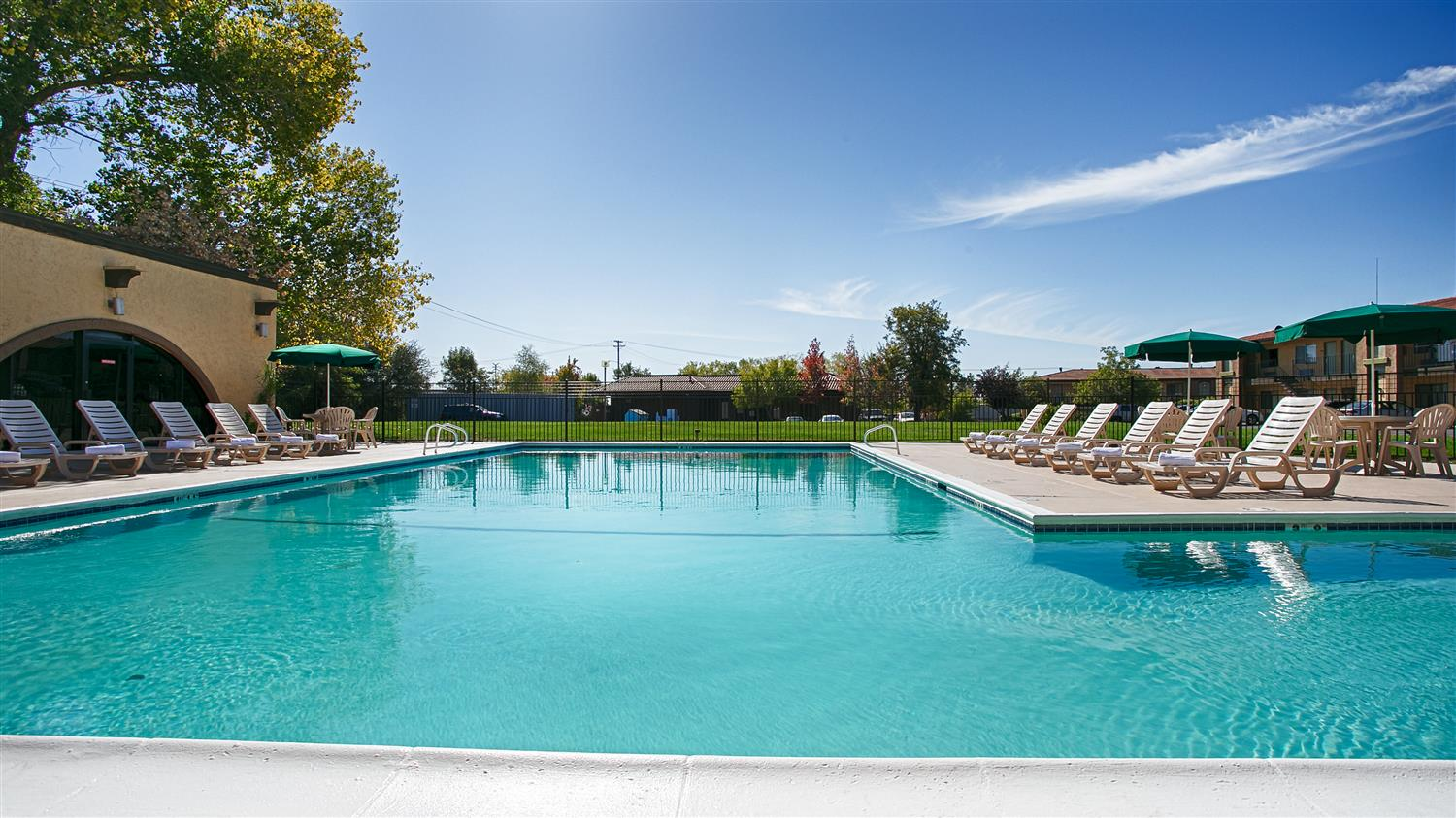Pool - Best Western Roseville Inn
