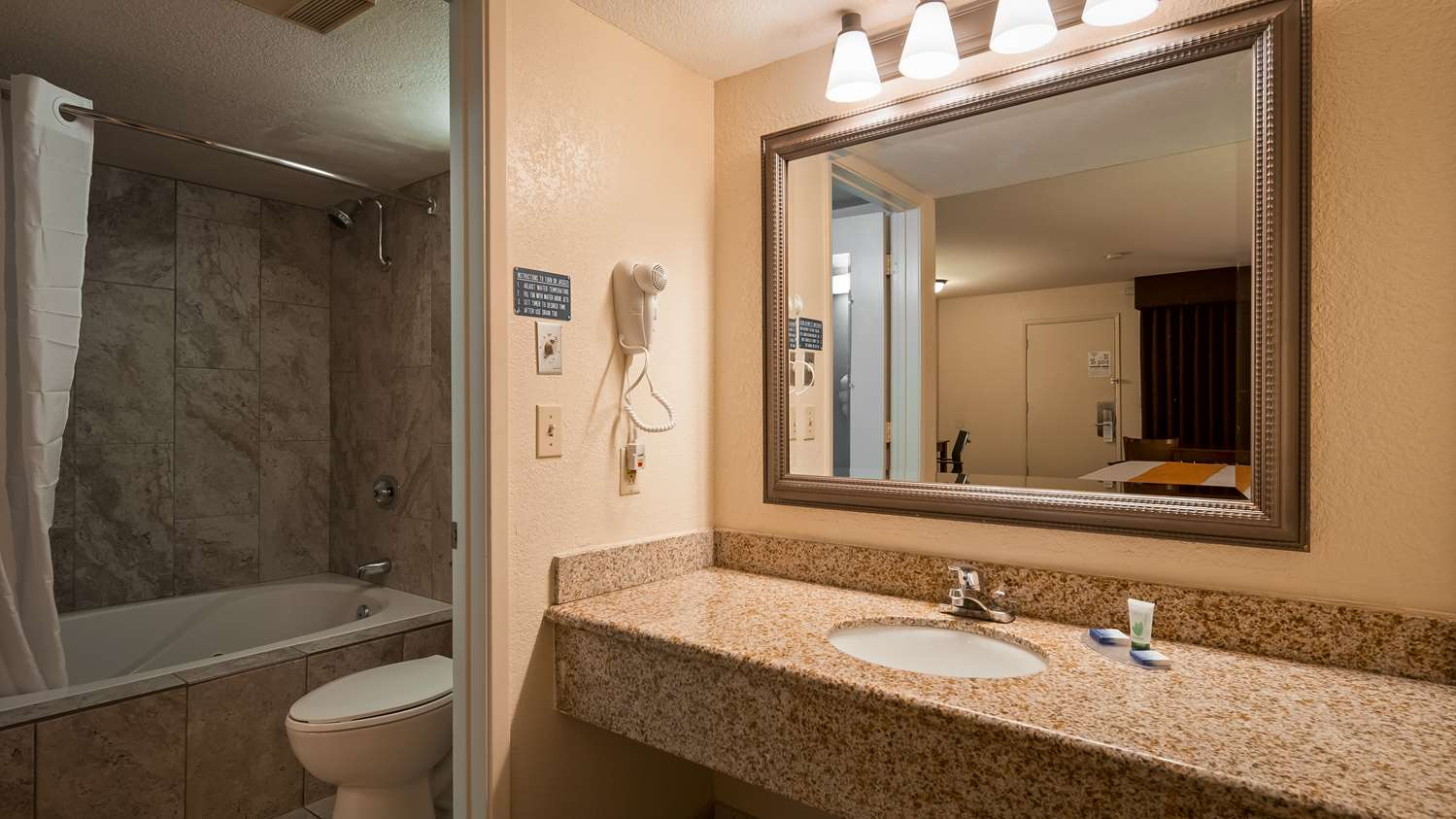 Room - Best Western Roseville Inn