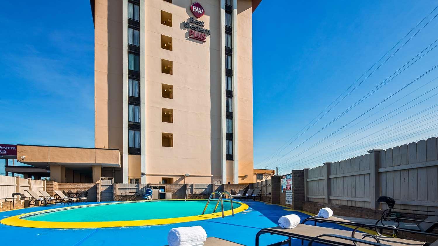 Pool - Best Western Plus Grosvenor SFO Airport Hotel