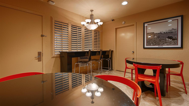 Restaurant - Best Western Pine Tree Motel Chino