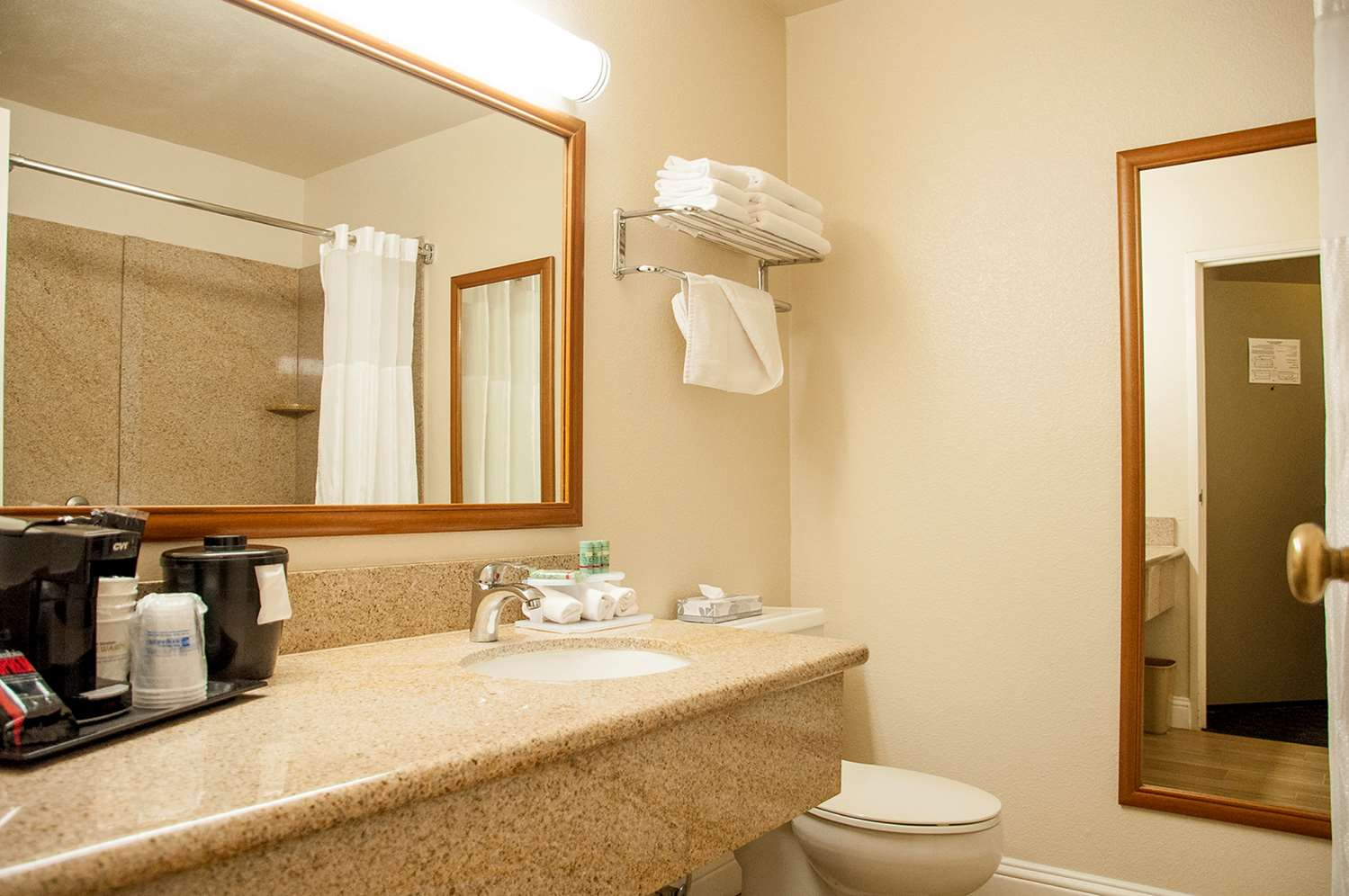 Room - Best Western Village Inn Fresno