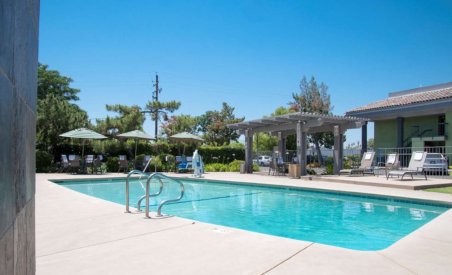 Pool - Best Western Village Inn Fresno