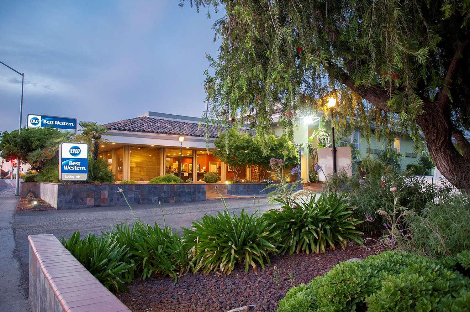 Exterior view - Best Western Village Inn Fresno