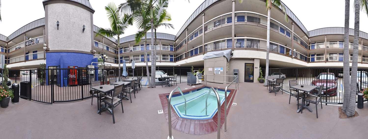 Pool - Best Western Airport Plaza Inn Inglewood