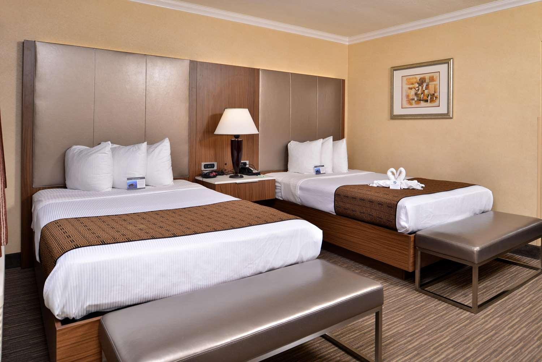 Room - Best Western Hollywood Plaza Inn