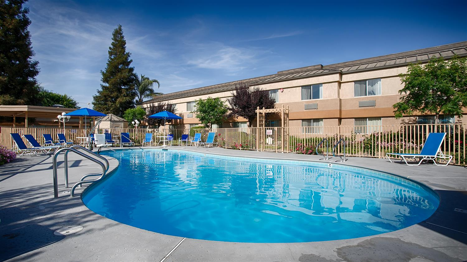 Pool - Best Western Porterville Inn