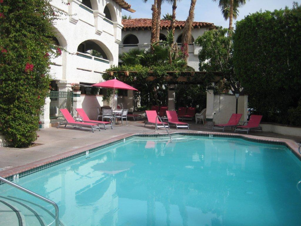 Hotels Near Palm Springs Airport