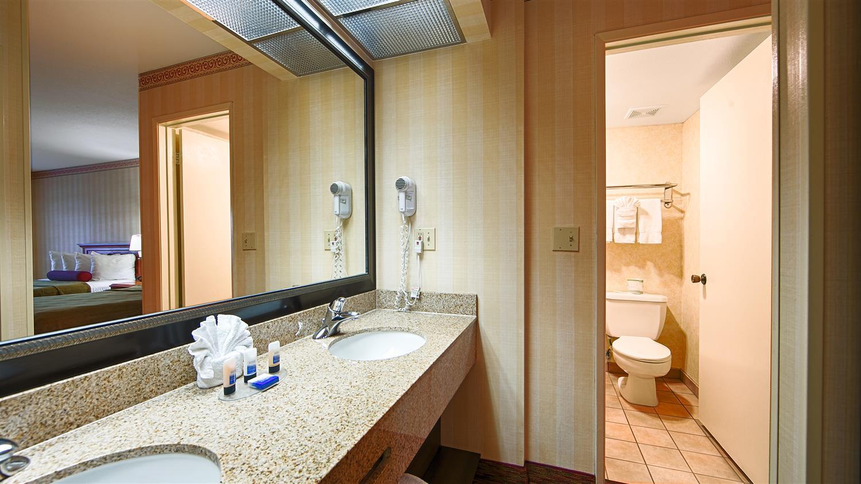 Room - Best Western Plus Raffles Inn & Suites Anaheim