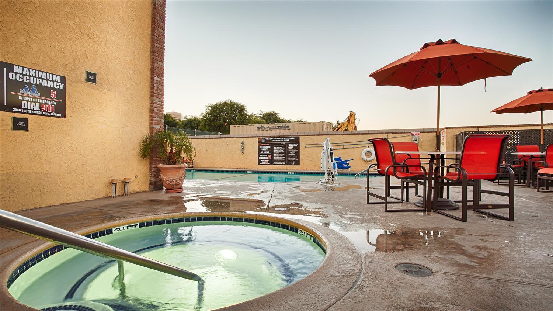 Pool - Best Western Plus Raffles Inn & Suites Anaheim