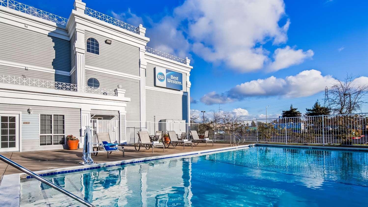 Pool - Best Western John Jay Inn Sacramento