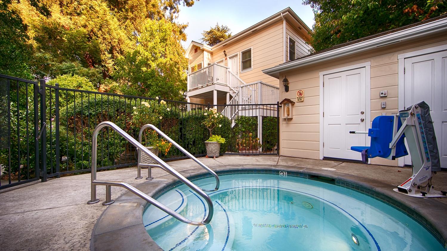 Pool - Best Western Plus Elm House Inn Napa