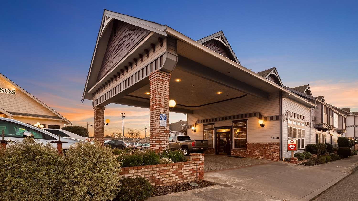 Exterior view - Best Western Plus Bayshore Inn Eureka