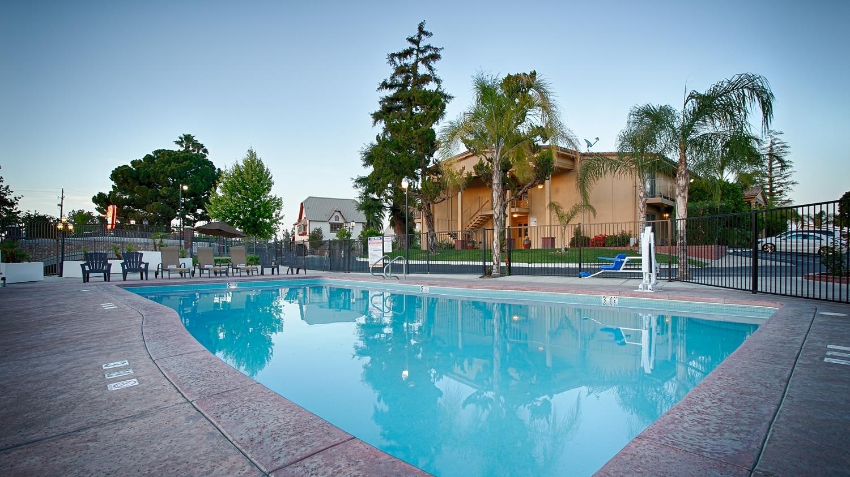 Pool - Best Western Plus Hill House Hotel Bakersfield
