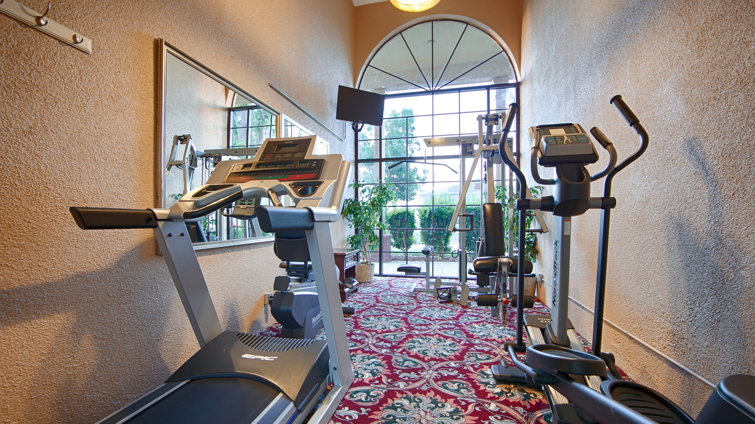 Fitness/ Exercise Room - Best Western Plus Hill House Hotel Bakersfield