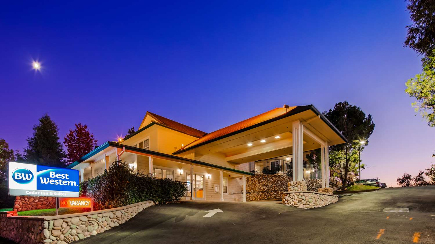 Best Western Cedar Inn & Suites