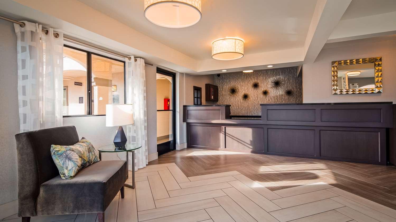 Lobby - Best Western Los Alamitos Inn & Suites