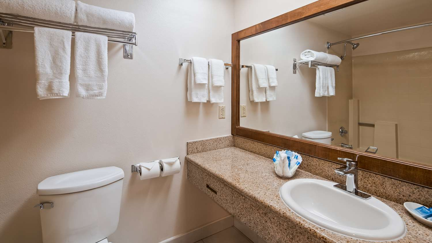 Room - Best Western Plus Palm Desert Resort