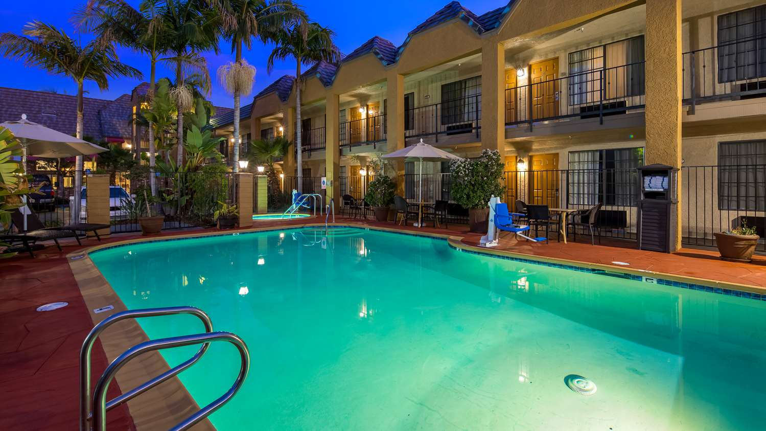 ... Pool   Best Western Palm Garden Inn Westminster